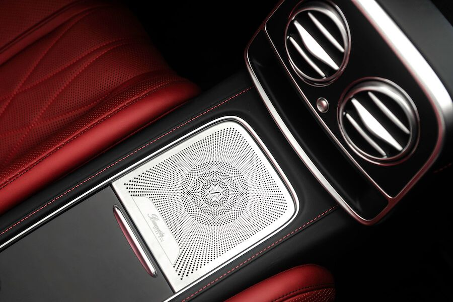 Mercedes AMG S63 Cabriolet speakers